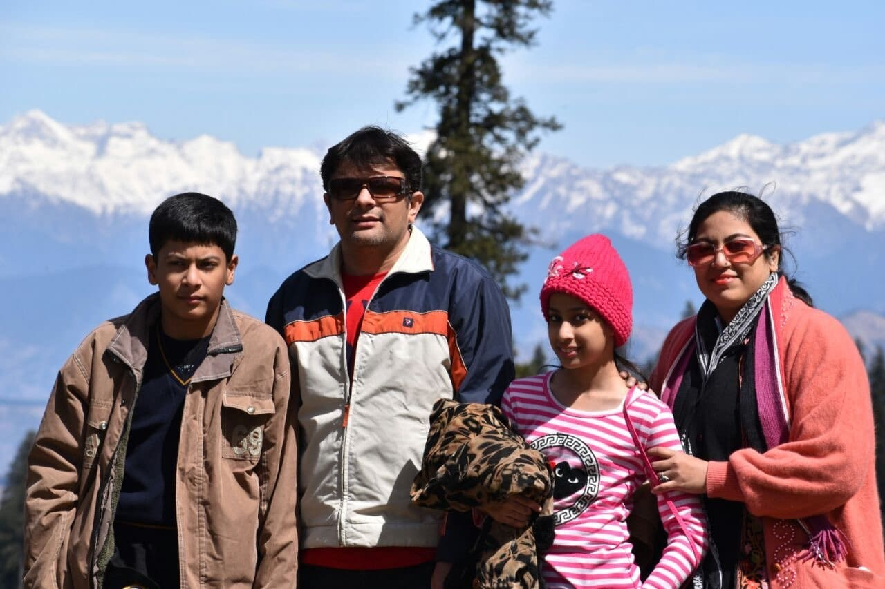 Shabbir Bhimani with family at Narkanda